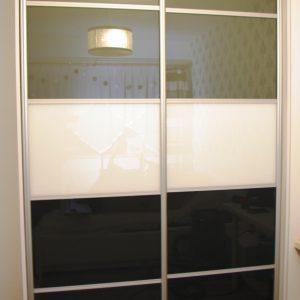 Drzwi suwane ze szkła lacoebl do szafy na wymiar, połączenie 3 kolorów szkła laobel