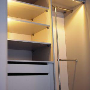 Oświetlnie automartyczne w szafie wnekowej