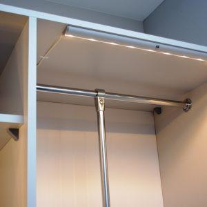 Oświetlenie w szafie przesuwnej
