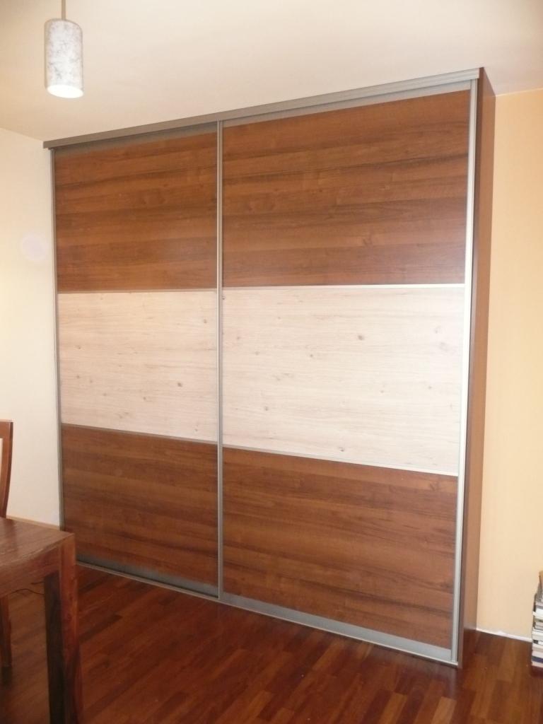 szafa z drzwiami suwanymi