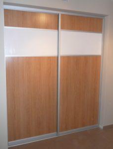Drzwi suwane oddzielające dwa pomieszczenia