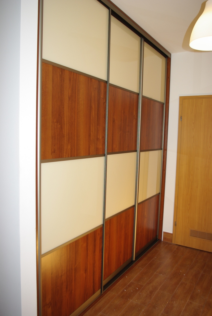szafy wnękowe kraków ze szkłem lacobel