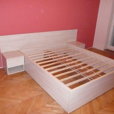 Lóżko na wymiar w całosci wykonane z płyty laminowanej, szafki nocne z szufladami, przymocowane na stałe do tylniego panelu