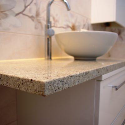 Blat granitowy w szafce łazienoej na wymiar