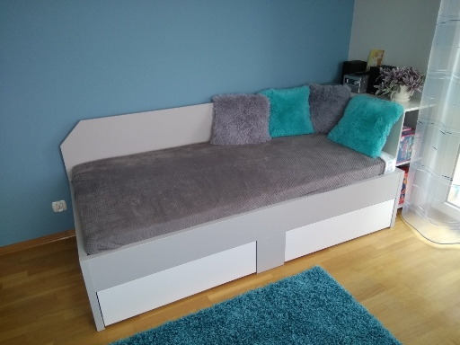 Łóżko na wymiar w pokoju młodzieżowym