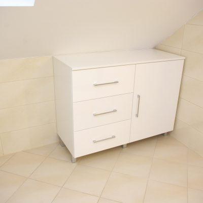 Szafka lakierowana wolnostojąca w łazience