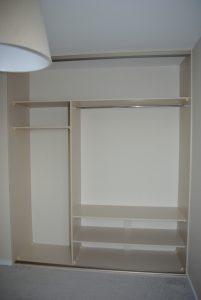 Proste wnętrzne szafy wnękowej