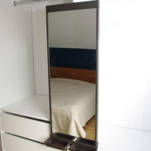 Lustro chowane w szafie suwanej