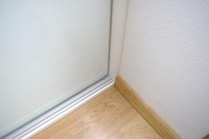 Opaska lakierowana w szafie wnękowej